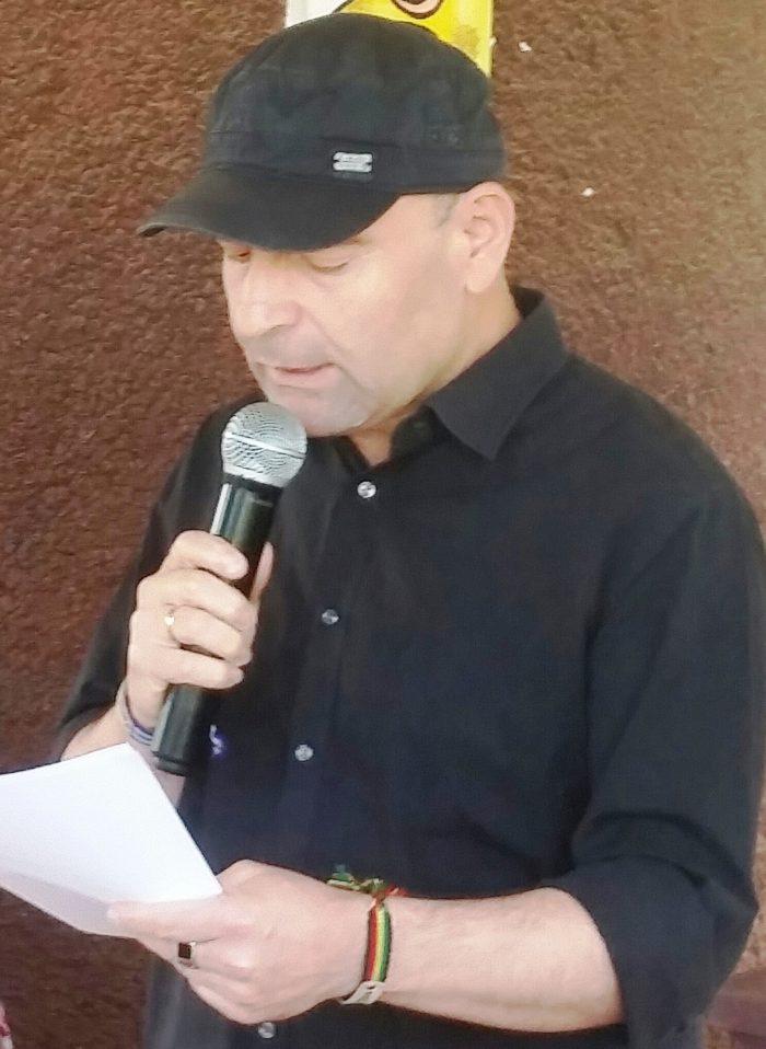 Hussein Habasch foto op een festival
